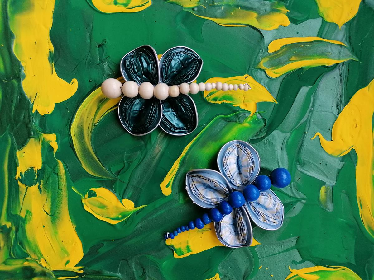 Experementiere mit Acrylfarbe und probiere Farben zu mischen, mache deine ersten Erfahrungen mit dem Pinsel, dem Spachtel oder dem Schwamm, werde ein Farbentdecker.